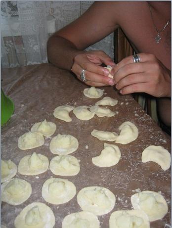 Приготовление вареников с картошкой