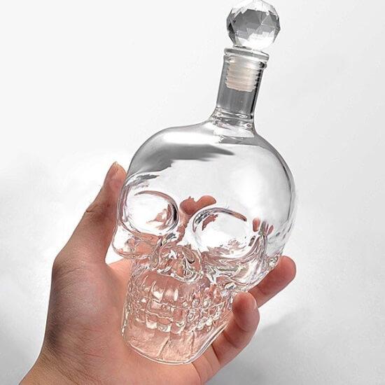 Бутылка в форме черепа